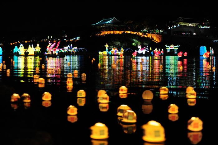 Фестиваль фонарей на реке Намган в Чинчжу (남강유등축제)3