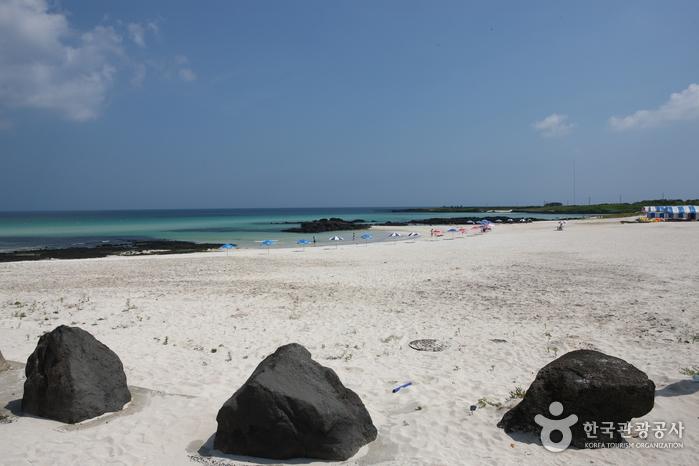 Gimnyeong Seonsegi Beach (김녕 성세기 해변)