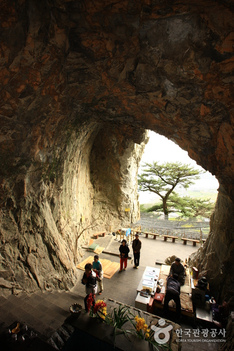 Sanbanggulsa Grotto ...