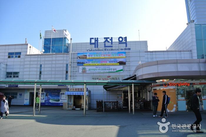 대전 중구의 젊은 거리에서 옛터민속박물관까지