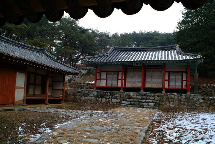 Munheon Confucian School (문헌서원)