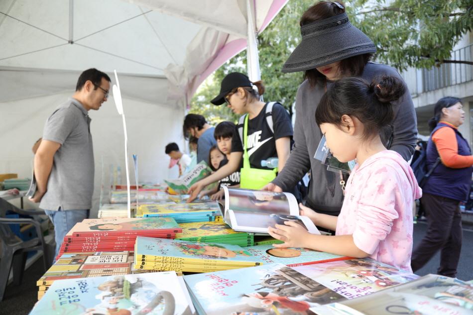 파주출판도시 입주사의 책을 매력적인 가격에 구입할 수 있다.