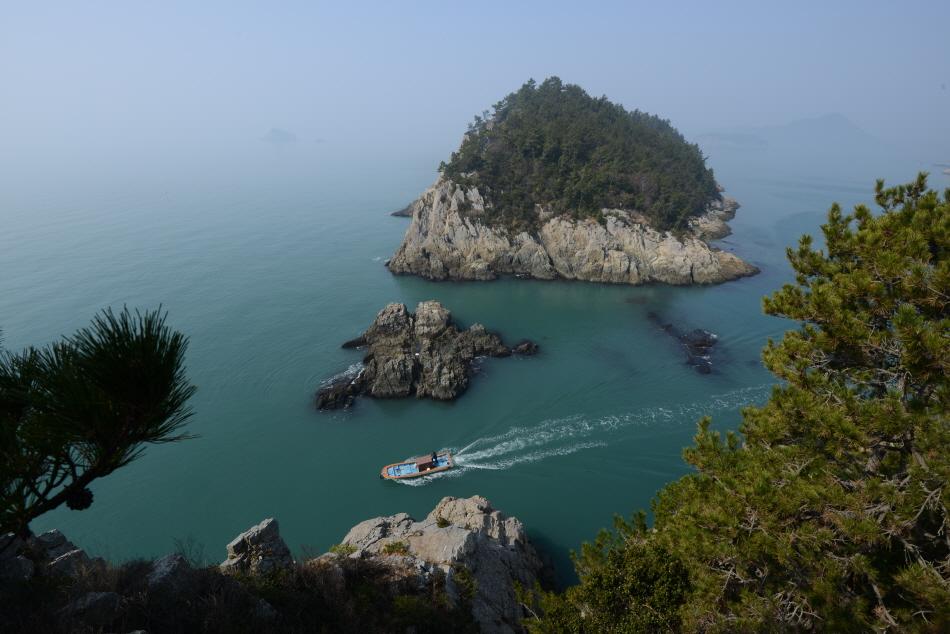 곳곳에서 섬의 절경을 감상할 수 있다.