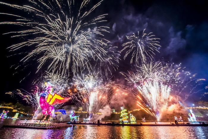 Фестиваль фонарей на реке Намган в Чинчжу (남강유등축제)4