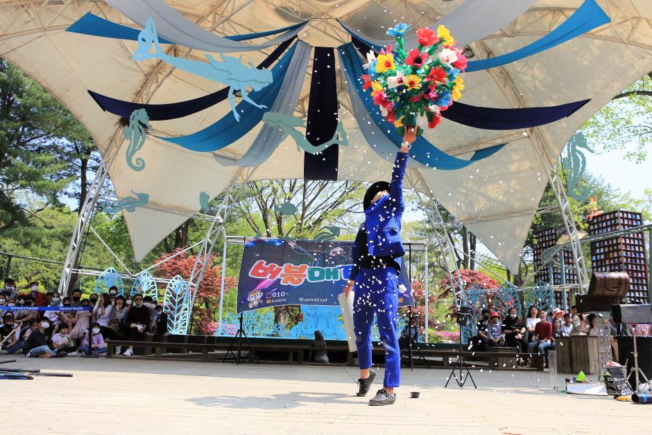 Namiseom Internationales Kinderbuchfestival (남이섬 세계책나라축제)