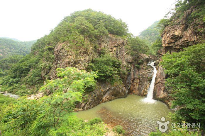 三釜淵瀑布(漢灘江地質公園)(삼부연폭포 (한탄강 국가지질공원))