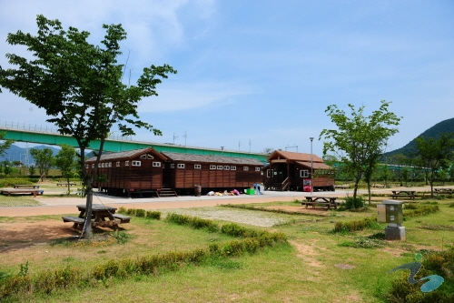 Jarasum Island Auto-Camping Site (자라섬오토캠핑장)
