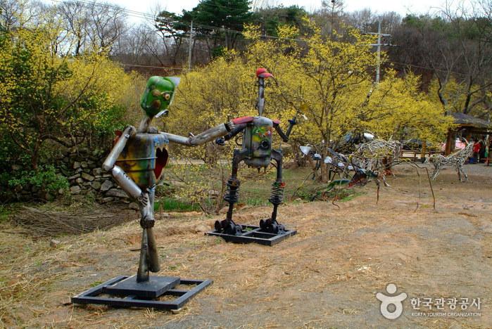 Icheon Sansuyu Village (이천 산수유마을)