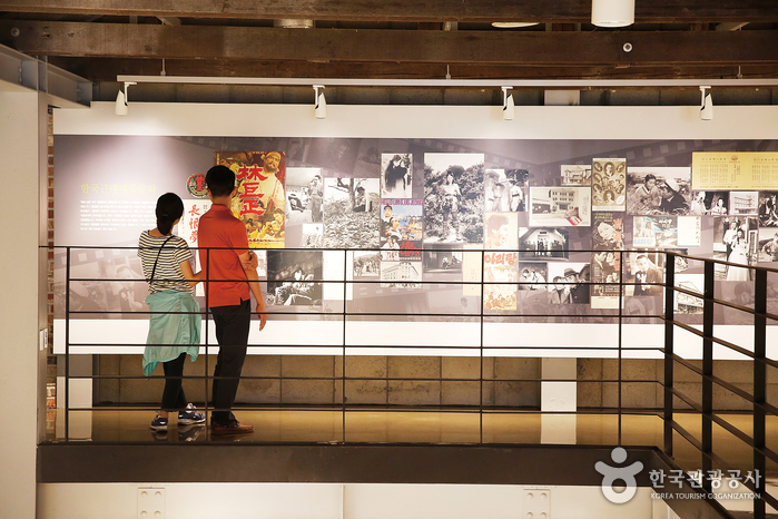 한국근대문학관에서는 근대문학 관련 소장품 외에 대중문화 자료도 엿볼 수 있다