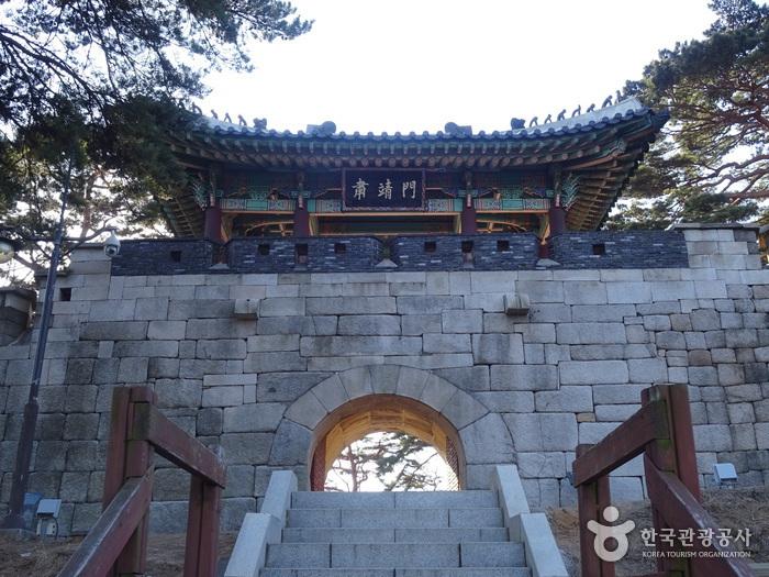北岳山肃靖门(북악산 숙정문)