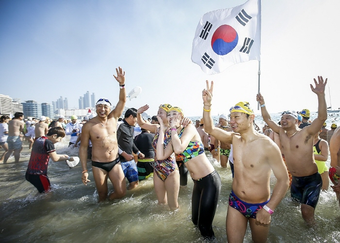 Polar Bear Swimming Contest (북극곰 수영대회)