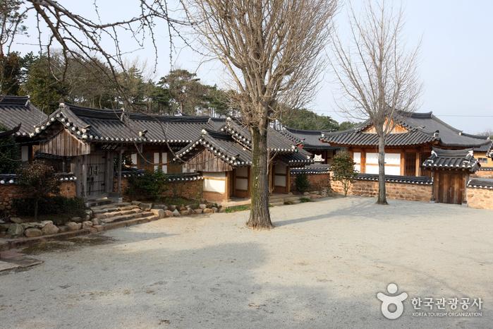 Yeongam Gurim Hanok Village (영암 구림전통한옥마을)