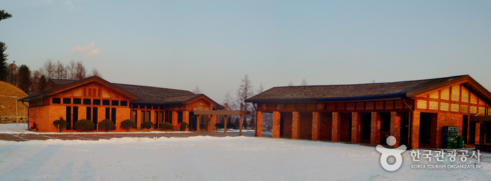 Lee Hyo-seok Memorial Hall (이효석 문학관)