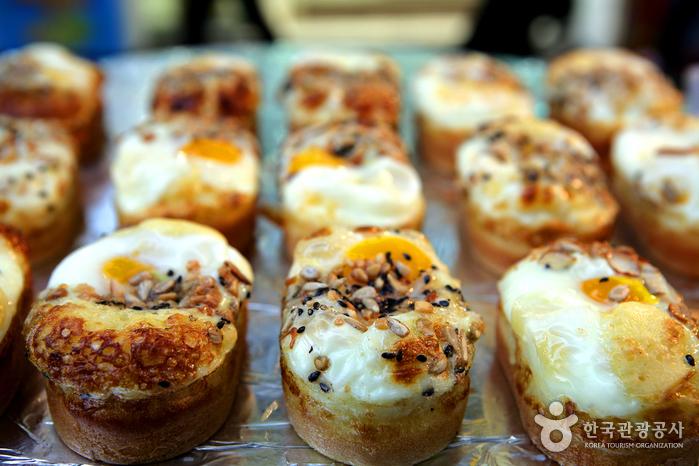 중국 관광객들의 디저트로 손꼽히는 씨앗계란빵
