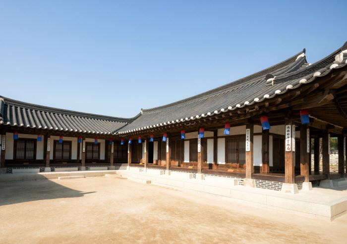 南山谷韩屋村(남산골한옥마을)