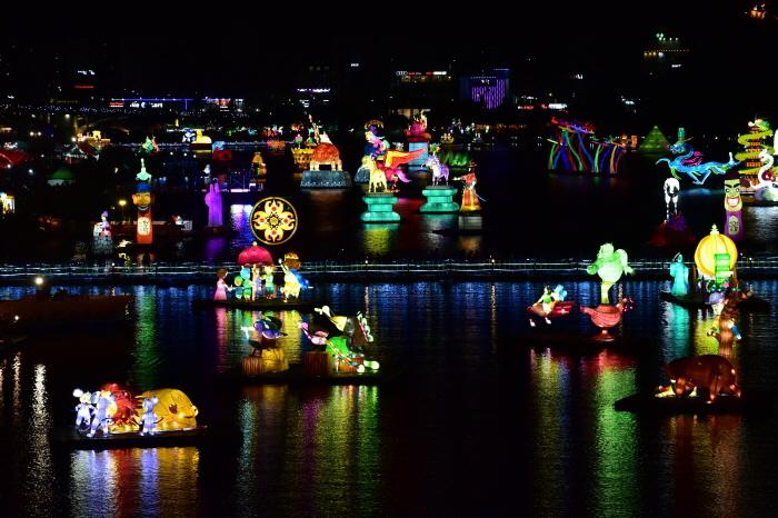 Фестиваль фонарей на реке Намган в Чинчжу (남강유등축제)9