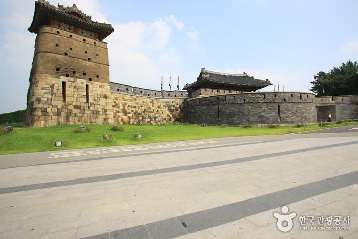Ворота Хвасомун в крепости Хвасон в Сувоне (화서문)17
