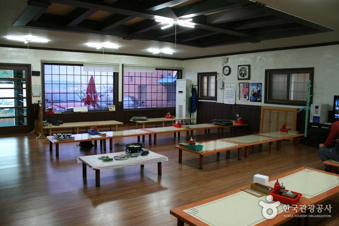 ケッマウルフェセンター(갯마을회센타)