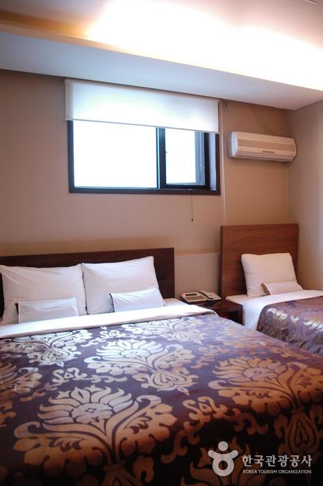 M. Biz Hotel - Goodstay (엠비즈호텔)