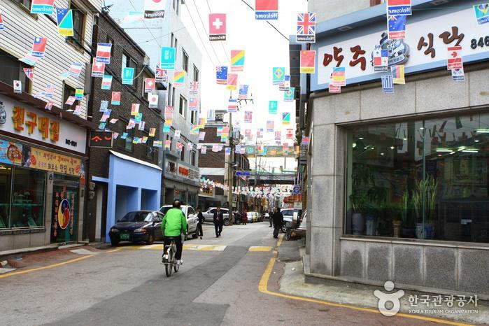 Uijeongbu Budaejjigae Straße (의정부 부대찌개거리)