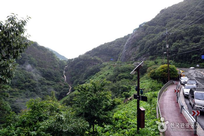 Wibong Falls (위봉폭포)
