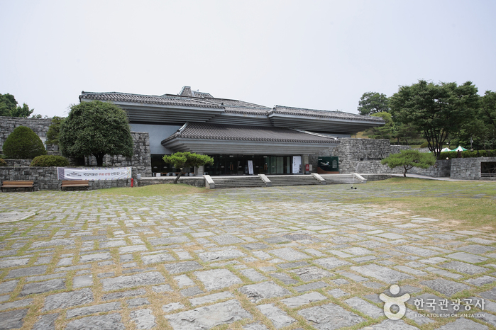 Jinju National Museum ()