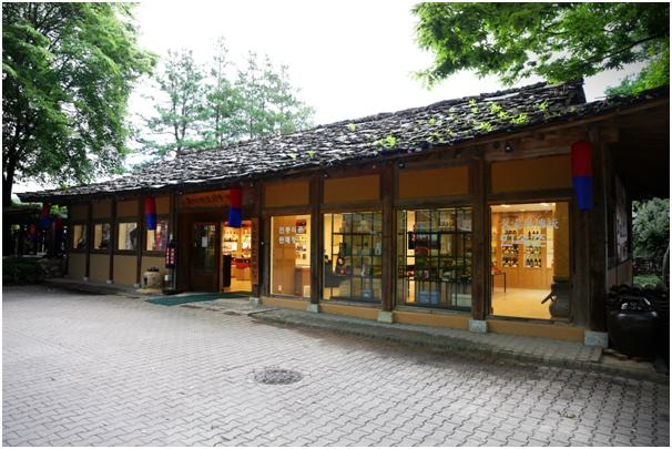 Agricultural Specialty Shop of Korean Folk Village (한국민속촌 농촌특산물 매장)