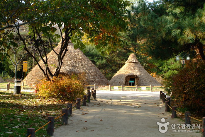 Amsa-dong Prehistoric Settlement Site (서울 암사동 유적)