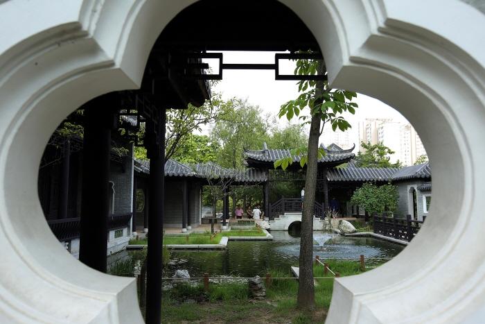 효원공원에 꾸민 중국식 정원 월화원