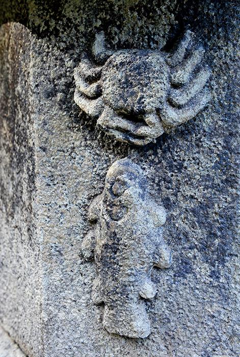 미황사 부도전의 부도에 새겨진 소박한 조각들