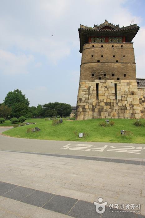 Ворота Хвасомун в крепости Хвасон в Сувоне (화서문)16