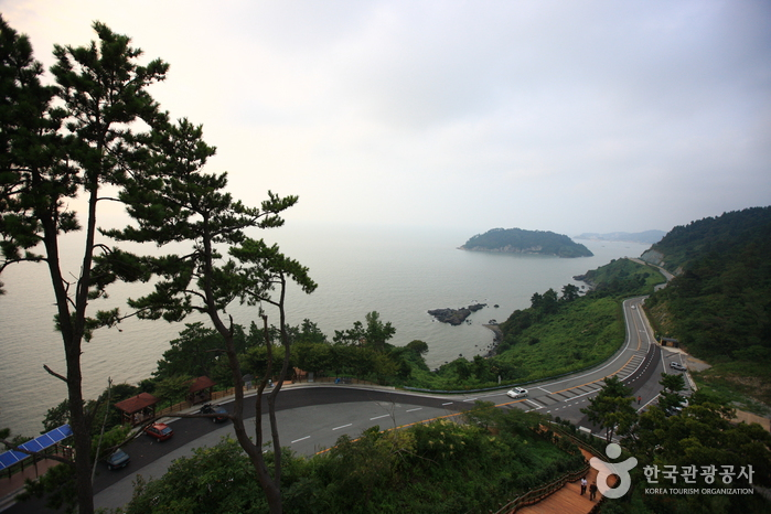 Baeksu Coastal Road (백수해안도로)