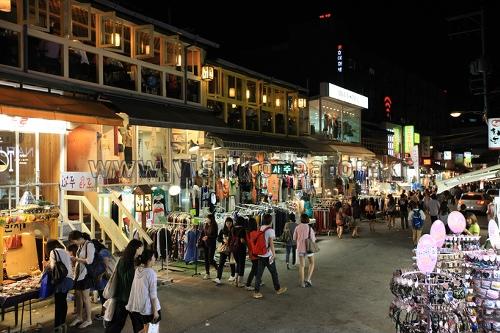 Hongdae (Rue de l'université de Hongik) ...