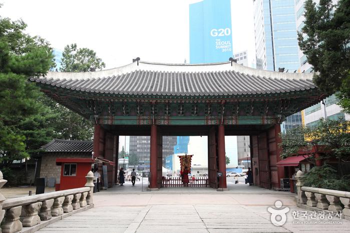 Deoksugung Palace (덕수궁)