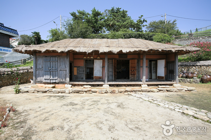 '깃발'의 시인 유치환의 옛 집