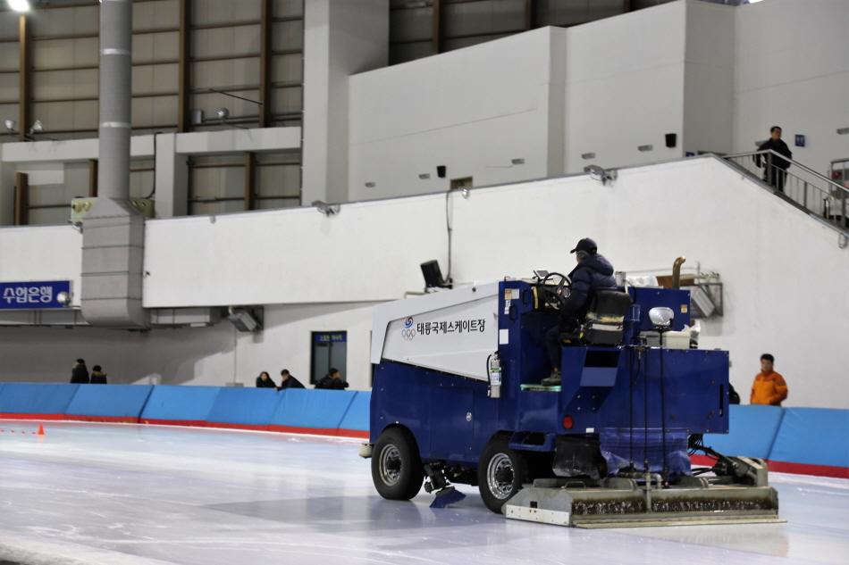 태릉국제스케이트장은 하루 3~4차례 정빙을 실시한다.