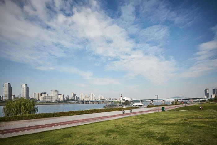 Ttukseom Hangang Park (한강시민공원 뚝섬지구(뚝섬한강공원))