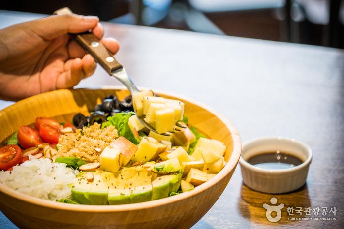 건강한 식재료가 알알이 살아 있어 씹히는 맛이 좋다.