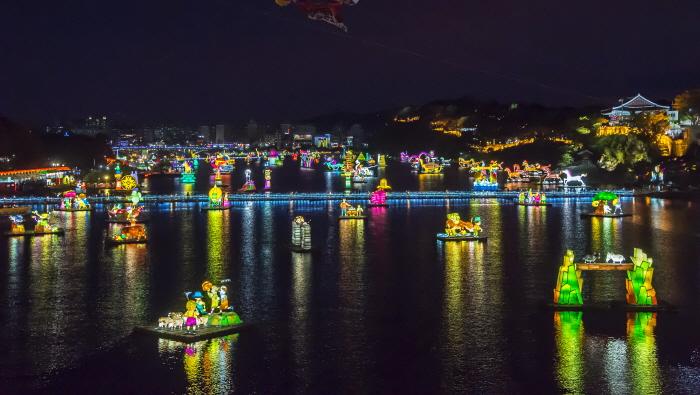 Фестиваль фонарей на реке Намган в Чинчжу (남강유등축제)7