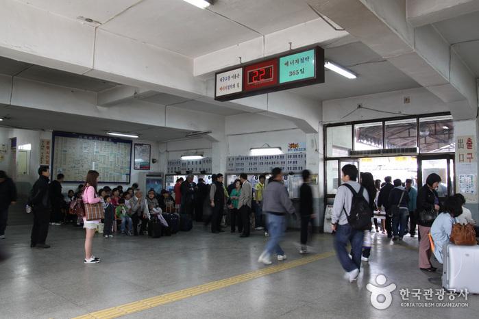 Центральный терминал экспресс-автобусов (Кёнбу/Ёндон) (서울고속버스터미널 (경부/영동))2