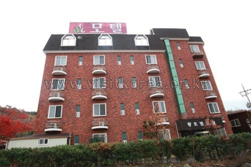 Hwangtobang Motel -Goodstay (황토방모텔 [우수숙박시설 굿스테이])