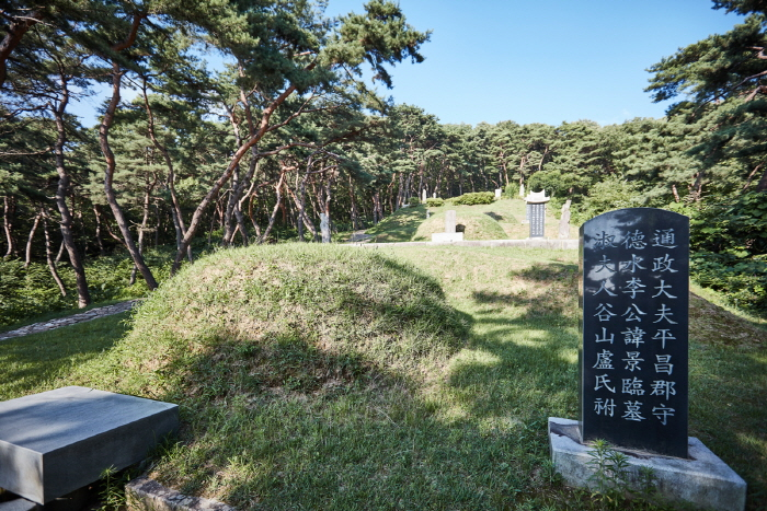 Historical Site related to Yi I, Paju (파주이이유적)