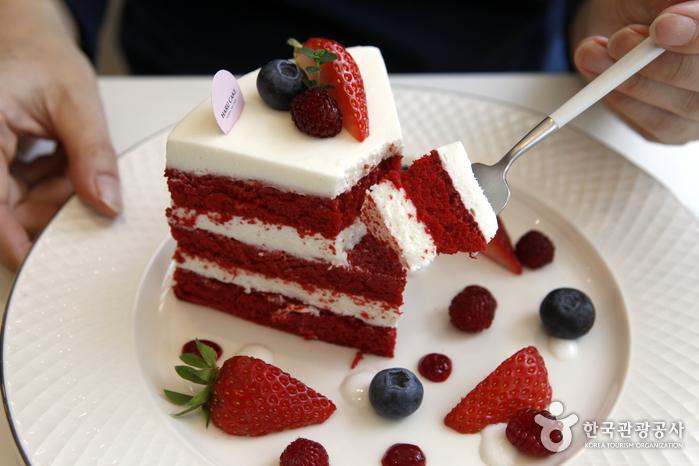 카페 하루케이크의 레드벨벳 케이크