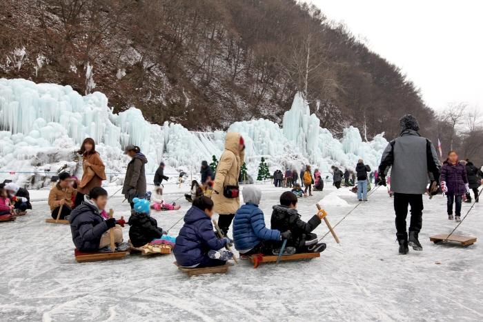 清平氷の花マス祭り(청평 얼음꽃 송어 축제)