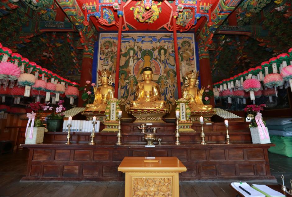 Sinheungsa Temple (신흥사(설악산))