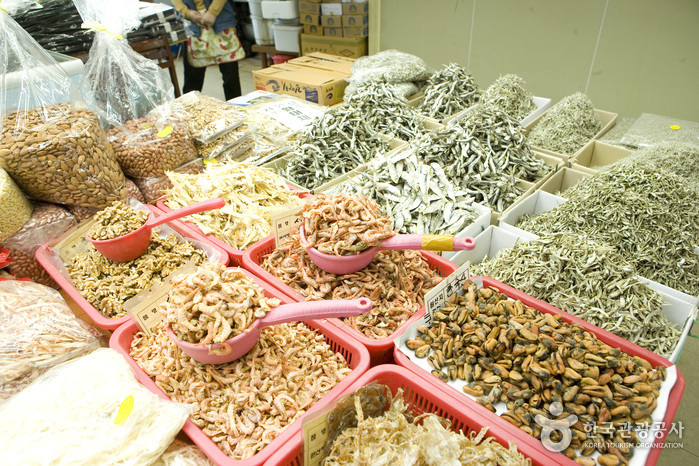 Jagalchi Market Dried Seafood Section (부산 자갈치시장 건어부)