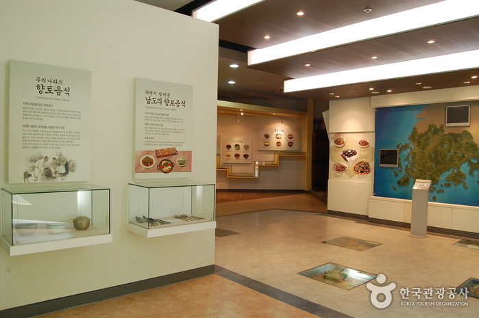 Namdo Folk Food Exhibition Room & Honam Cultural Material Pavilion (남도향토음식박물관•호남문화자료전시관)