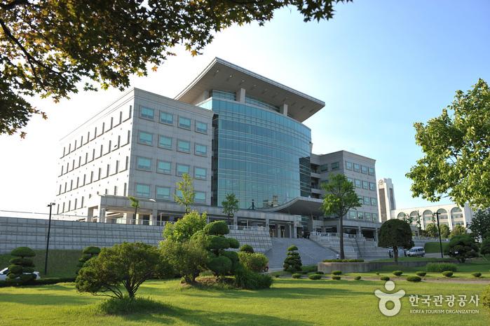 인하대학교 정석학술정보관