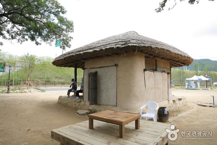 Yecheon Samgangjumak (예천 삼강주막)