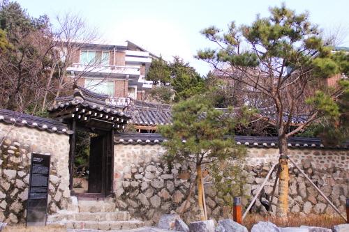 Suyeonsanbang (수연산방)